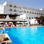 La facciata di un Hotel a Pantelleria